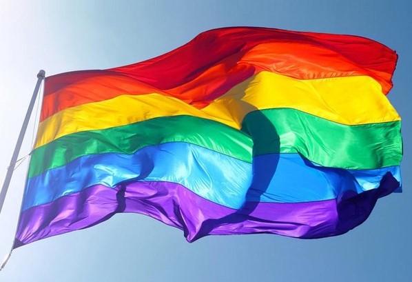 Série estreia com episódio sobre LGBTQ+